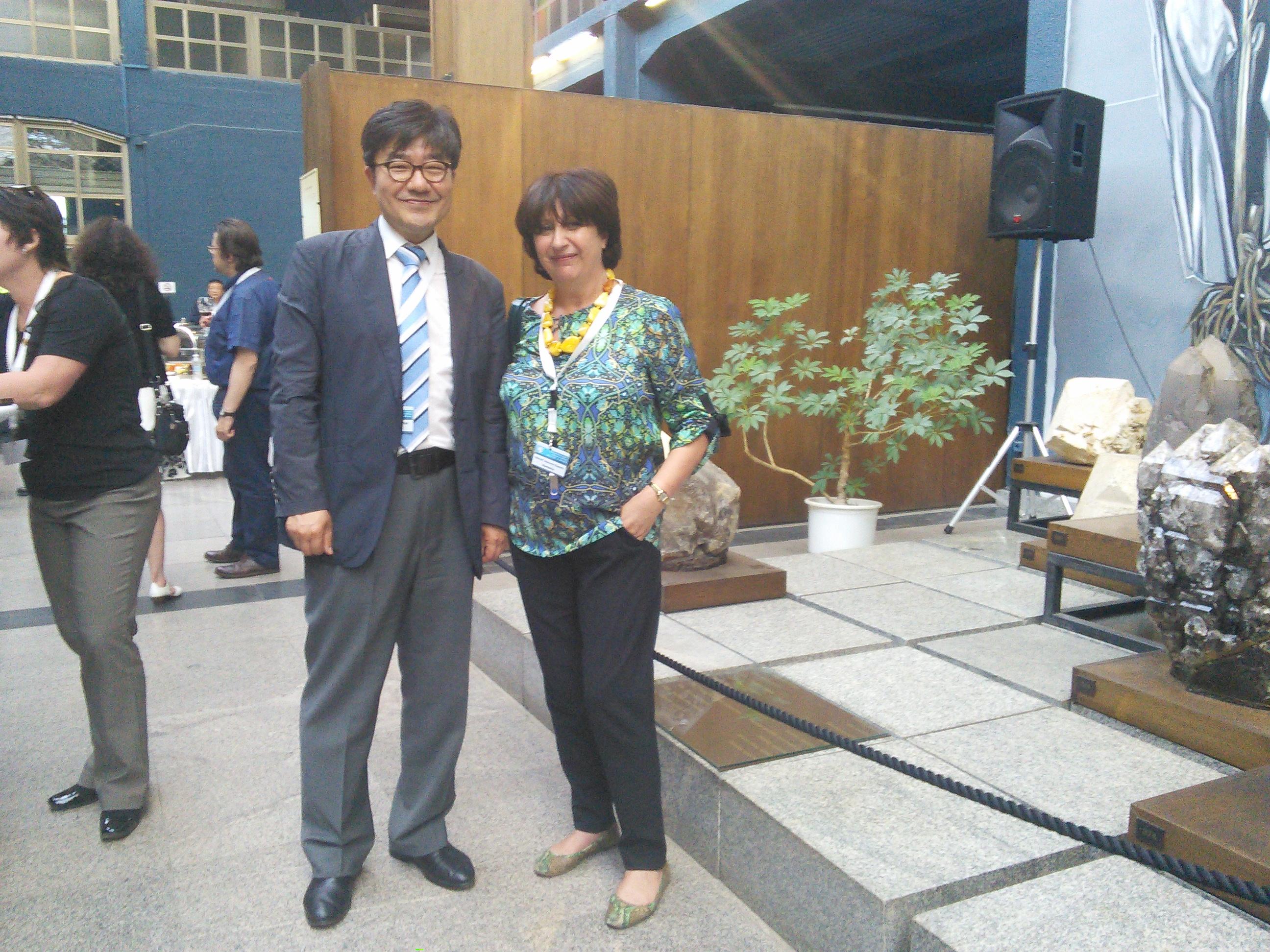 Dr. Manuela Elisabeta SIDOROFF - Director General al INCDSB  înpreună cu Dr. Hyoung Chul SHIN -Director Departament Relații Internaționale al KOPRI la XXXVIII ATCM, Sofia, 2015